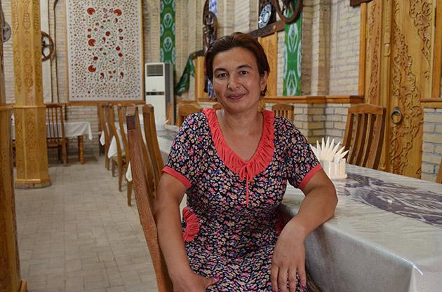 Plano americano de Zubayda. Conversación en Jiva, Uzbekistán. Fuente: www.ritapouso.com