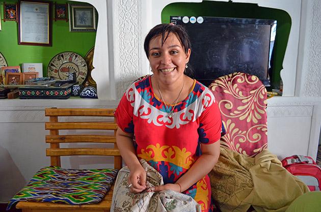 Plano Americano de Nasiba. Conversación en Bujará, Uzbekistán. Fuente: www.ritapouso.com