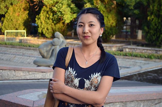 Svetlana recibe a la Expedición Tahina-Can 2015 en Tashkent. Fuente: www.ritapouso.com