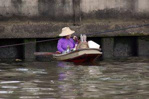 Vendedora, Tailandia. Fotografía: Mireia Sanz. Texto: Margarita T. Pouso