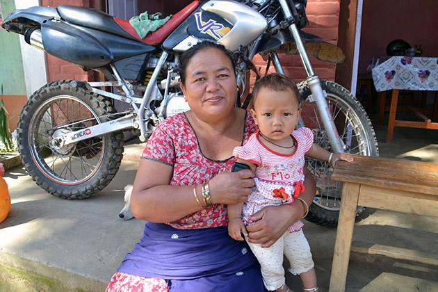 Sanumaya's American Shot. Conversation in Chap Bhanjyang, Nepal. Source: www.ritapouso.com
