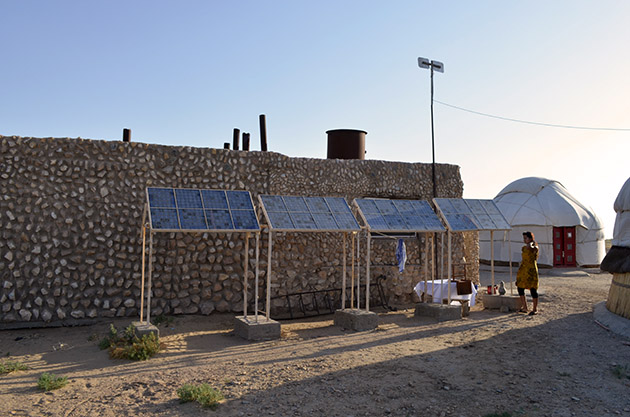 Placas solares, Uzbekistán. Texto y fotografía: Margarita T. Pouso